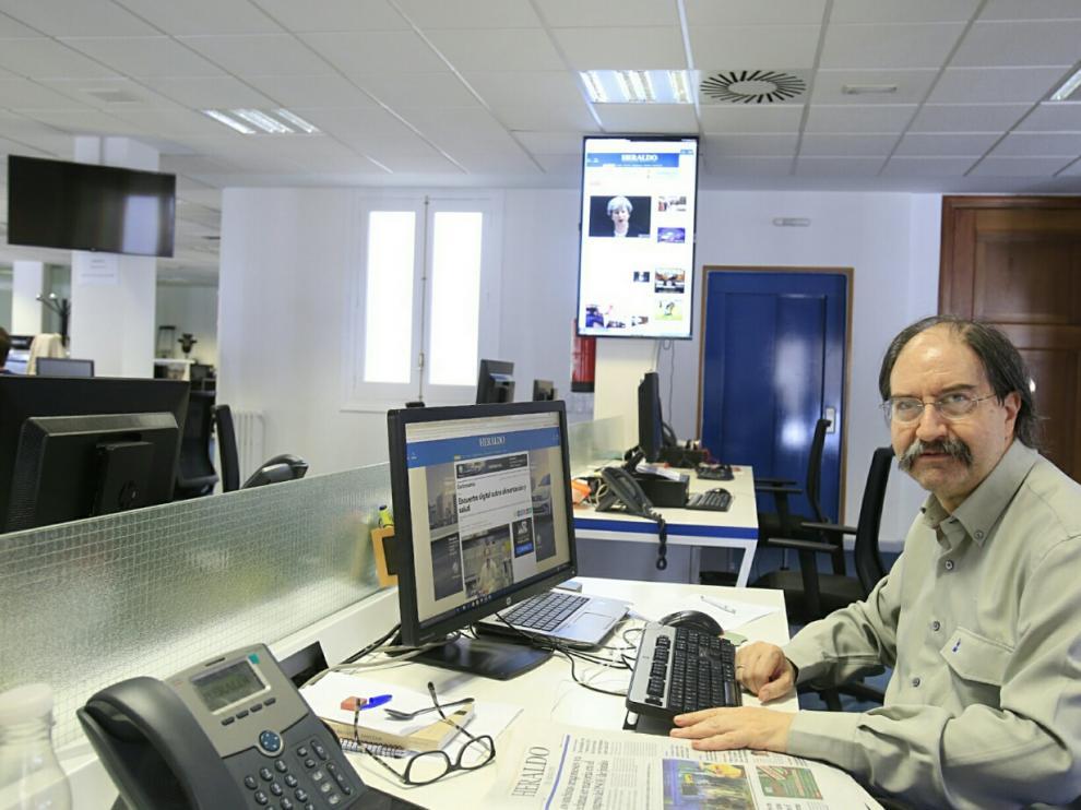 El catedrático de Tecnología de los Alimentos Miguel Calvo, en la redacción de Heraldo de Aragón.