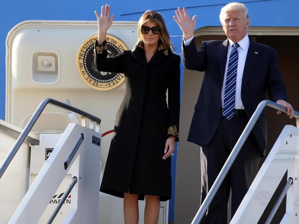 Donald y Melania Trump, a su llegada en la tarde de este martes al aeropuerto romano.