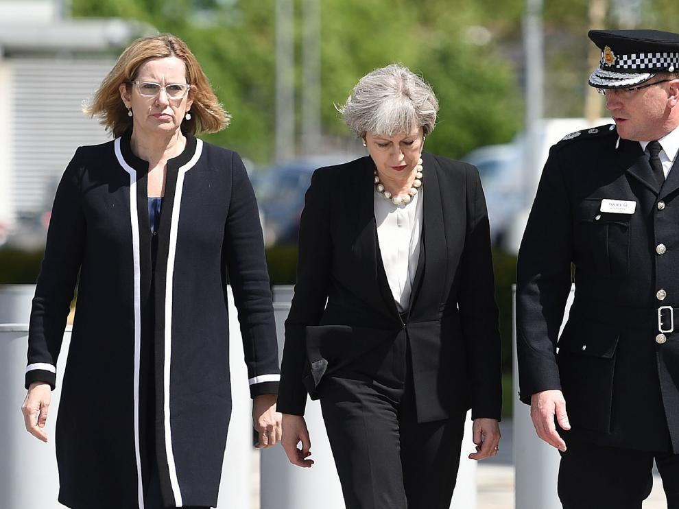 Amber Rudd, Theresa May e Ian Hopkins.