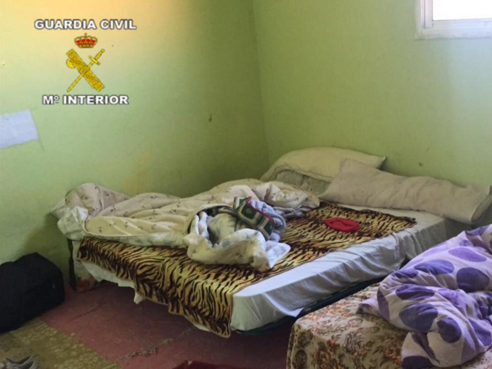Retenidas contra su voluntad en una casa sin luz ni agua