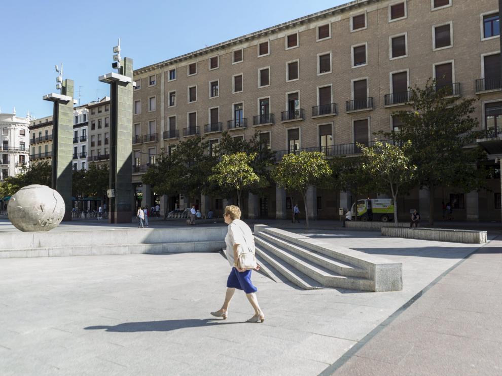 La fachada de los viejos juzgados de la plaza del Pilar.