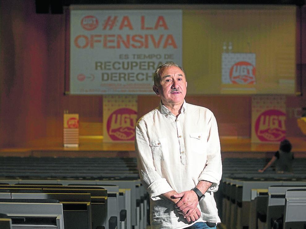 Pepe Álvarez, secretario general de UGT, antes de una asamblea de afiliados ayer en Zaragoza.