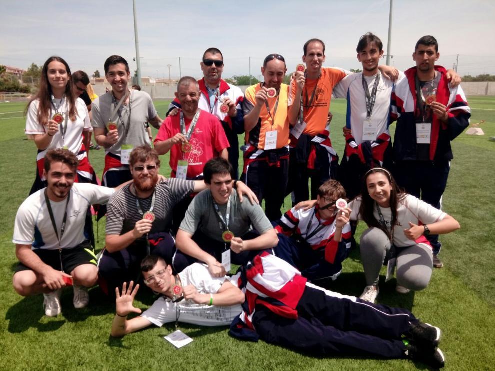 Integrantes del equipo aragonés de Special Olympic Aragón, ganadores del último campeonato nacional de Fútbol 7 Unificado.