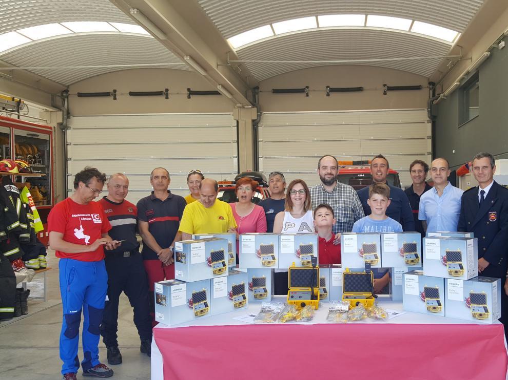 Un empresario de Zaragoza dona 10 equipos de telecomunicaciones para los bomberos.