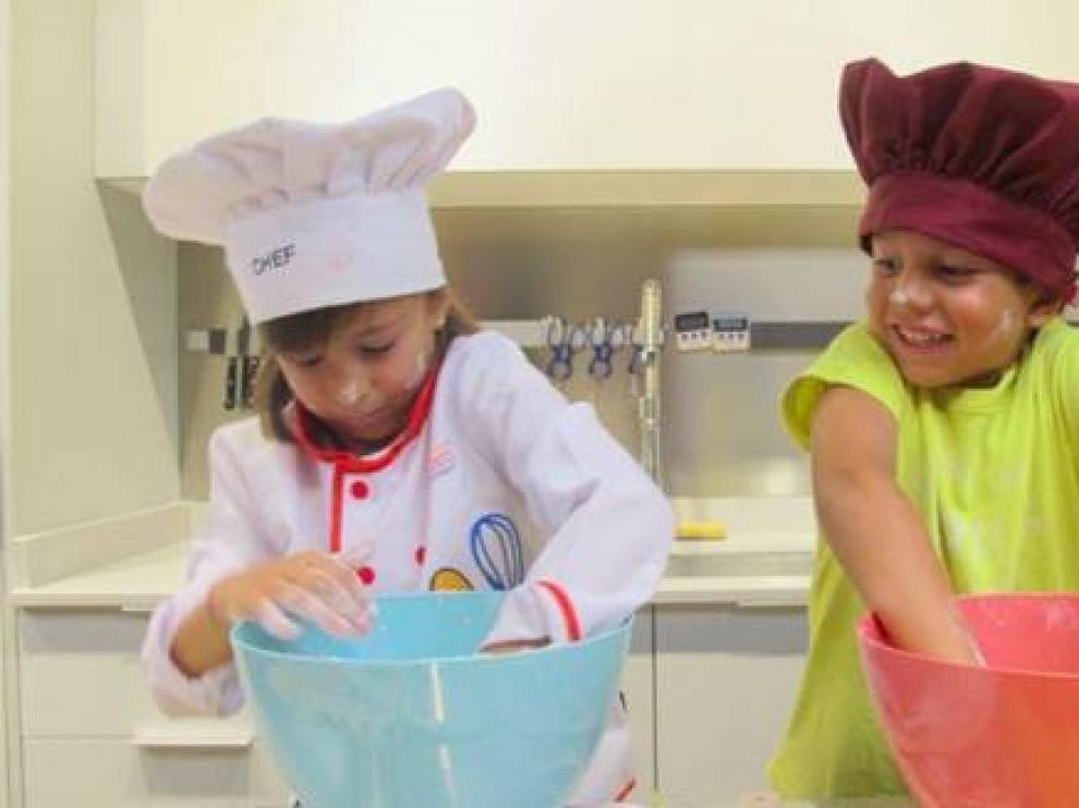 La Zarola ofrece un plan diferente este verano para niños de 8 a 12 años y jóvenes de 13 a 17, que podrán convertirse en 'minichefs'.