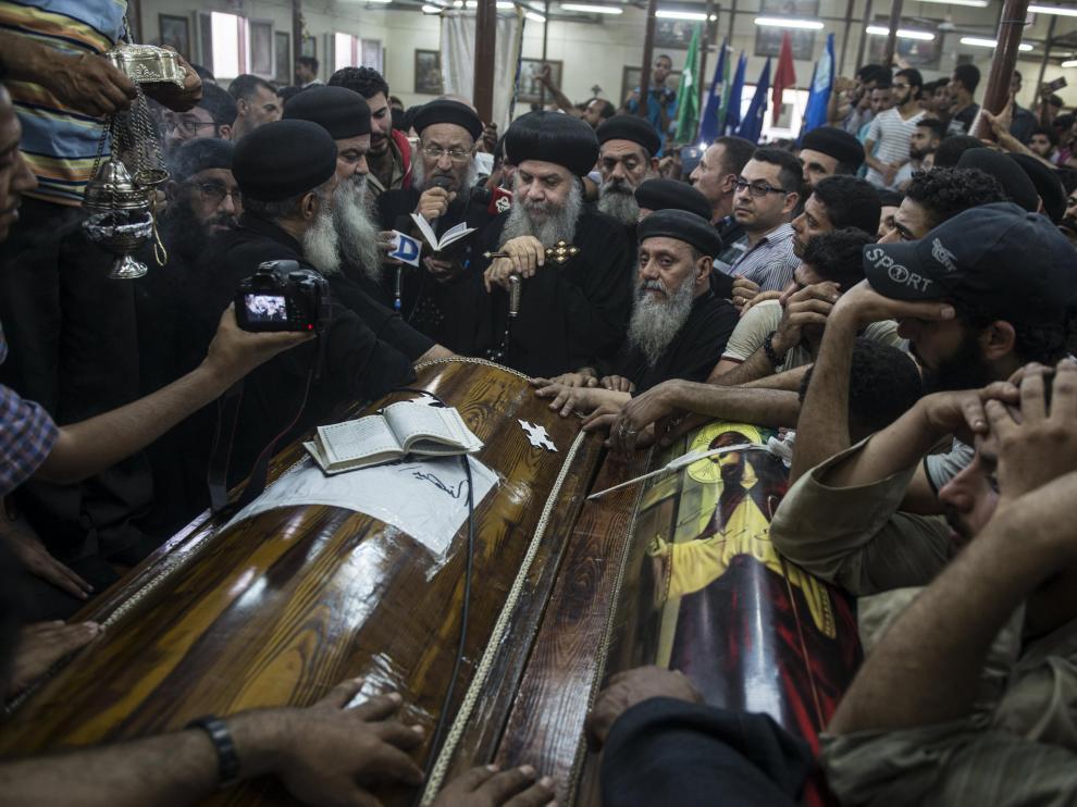 Al menos 28 muertos en un ataque contra un autobús de cristianos coptos en Egipto