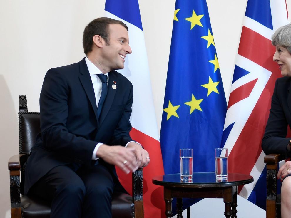 Emmanuel Macron y Theresa May  en su encuentro este viernes en Taormina (Italia) con motivo de la reunión del G-7.
