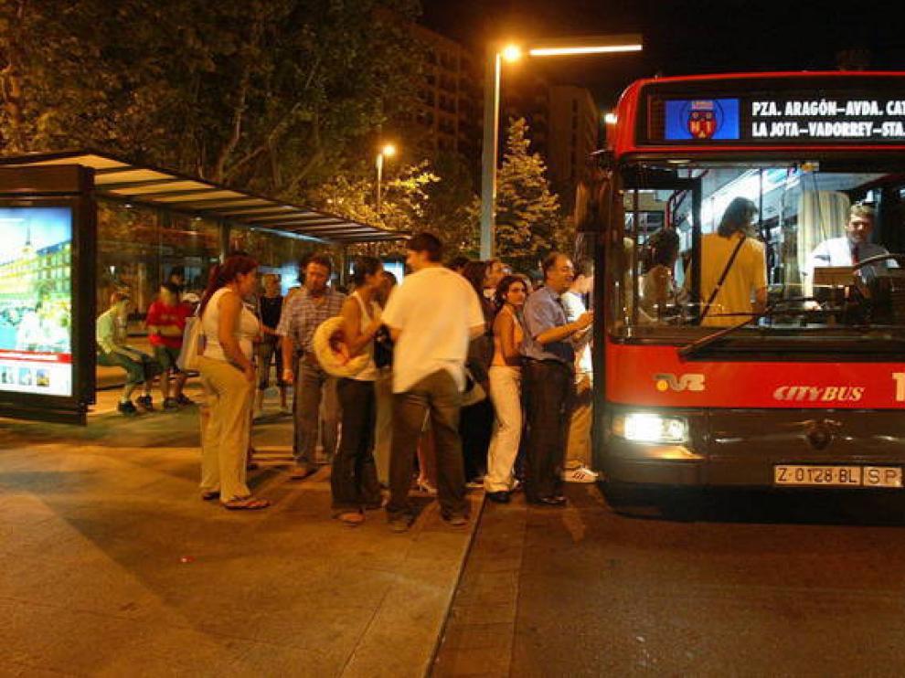Imagen de archivo de un búho bus.