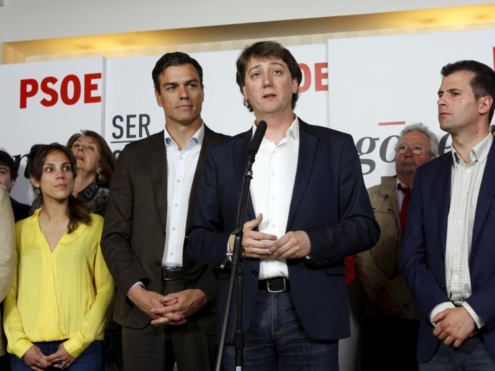 Carlos Martínez acompañado de Pedro Sánchez y Luis Tudanca en una fotografía de archivo
