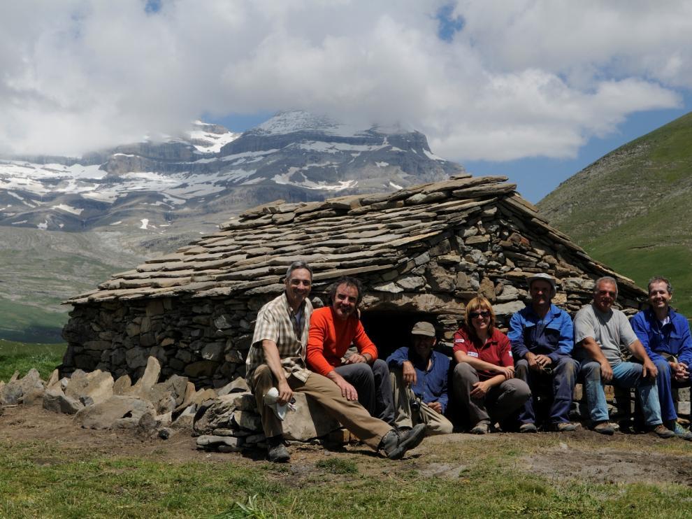 Fin de las obras en la mallata de Carduso de Sesa, en Puértolas, la primera en recibir un grupo de voluntarios para restaurarla.