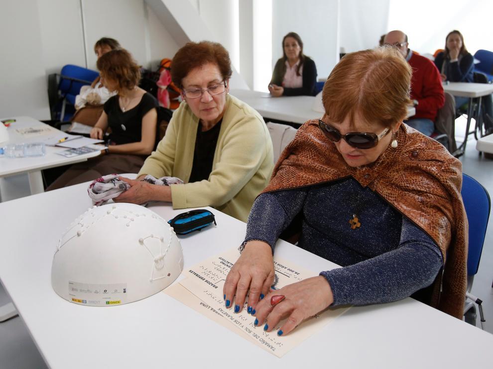 Taller de 'Astronomía accesible' para personas con discapacidad visual