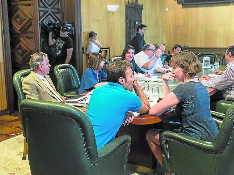 En primer plano, Pablo Muñoz y Teresa Artigas, ayer, en la comisión de investigación.