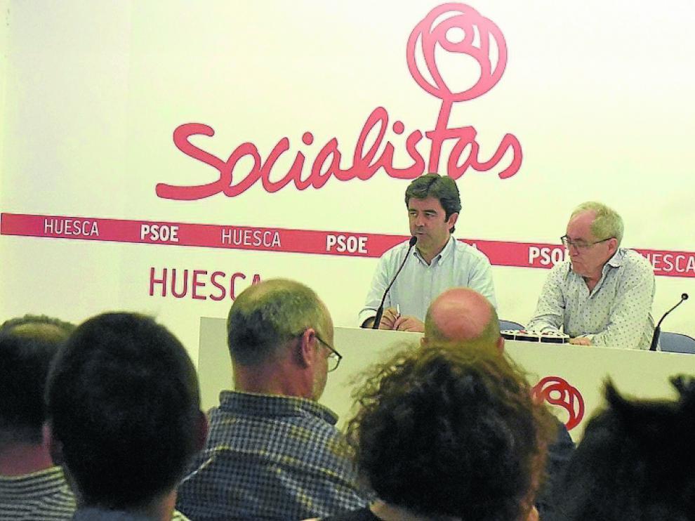 Tensión y división en Huesca. La mayor agrupación de la provincia no logró el consenso que dominó en el resto. Las propuestas de los sanchistas se rechazaron y al final quedaron en minoría, cuando el domingo lograron 52 votos, por 55 de Susana Díaz y 30 de Patxi López.