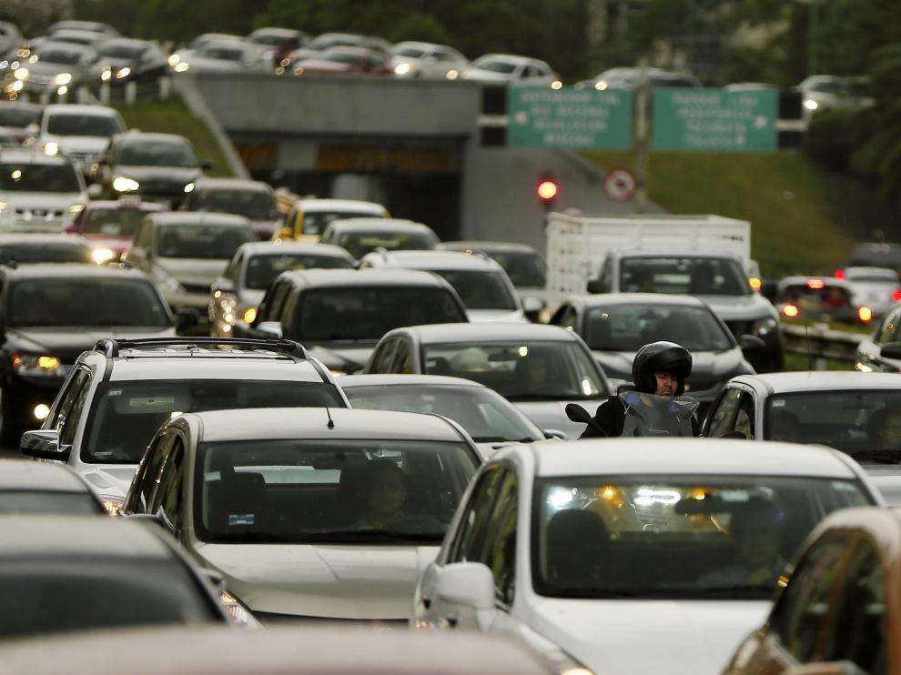 Miles de automovilistas circulan por las calles de la Ciudad de México el 22 de mayo, en emergencia ambiental por ozono en la Zona Metropolitana del Valle de México
