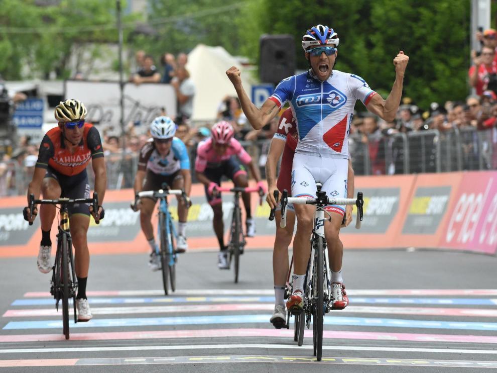 Pinot celebra su victoria de etapa