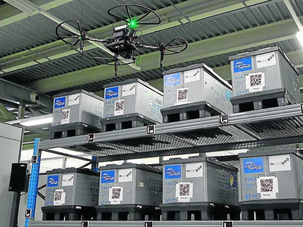 Una prueba del dron en el que trabajan Sesé e ITA Innova para hacer el inventario de un almacén.