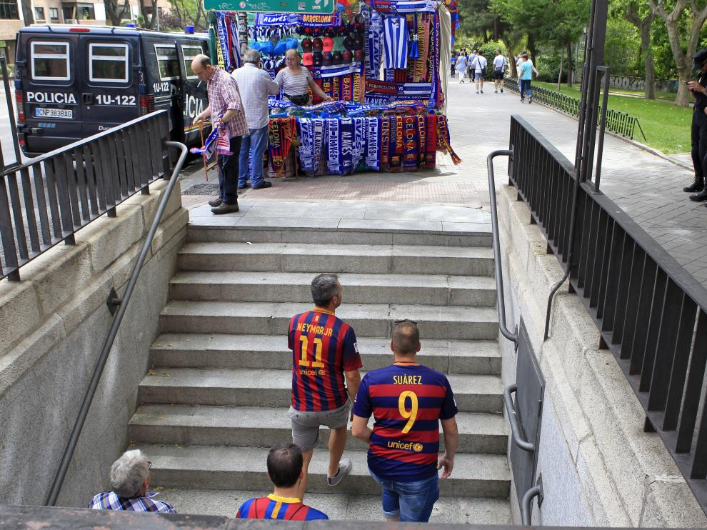 Aficionados antes de la final de la Copa del Rey