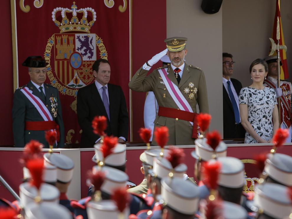 El Rey homenajea a las víctimas del Yak en el día de las Fuerzas Armadas