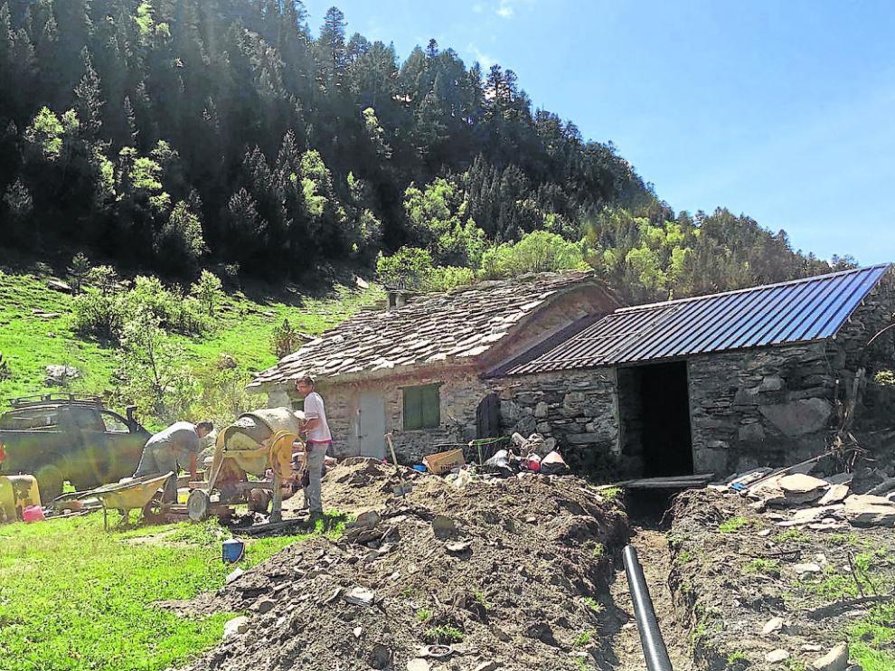Las obras de rehabilitación de la cabaña se prolongarán hasta mediados de junio.