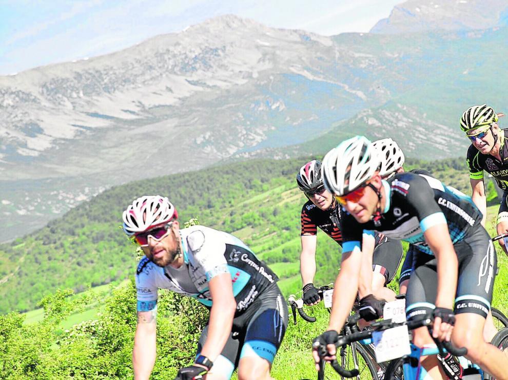 Los participantes de la carrera larga completaron 183,5 kilómetros, con cinco puertos de montaña y un desnivel de 2.850 metros.