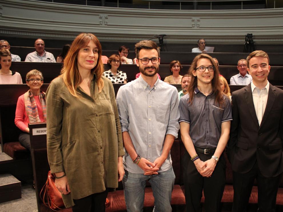 Parte de los alumnos galardonados: Irma Inaz Monterde, Héctor García Cebollada, Pablo Lanaspa Ferrer y Pablo Riega Begué.