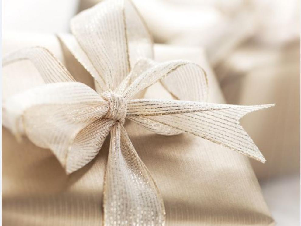 Los regalos de boda de dinero, sobre todo del grupo de amigos de los novios, suelen tener un pequeño componente de broma.