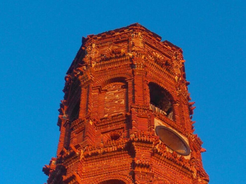 El último cuerpo de la torre mudéjar es el más afectado.