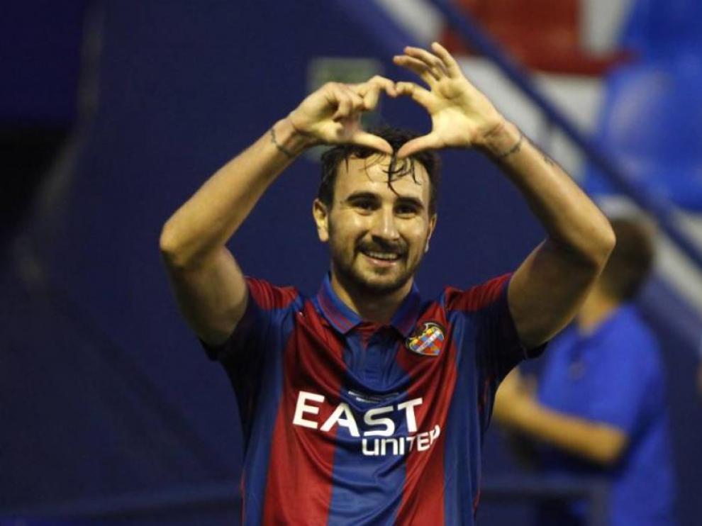 Juan Muñoz, delantero del Levante y ex del Real Zaragoza, en la celebración de uno de sus dos goles el pasado sábado al UCAM Murcia.