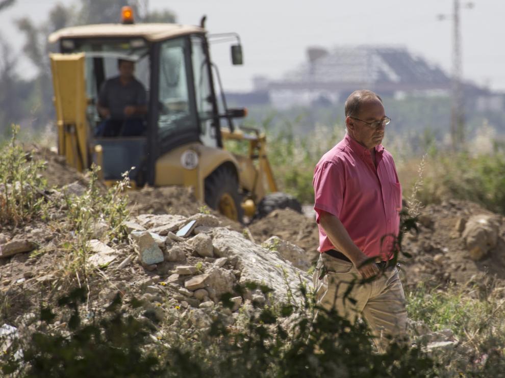 El padre de Marta del Castillo durante los trabajos de búsqueda.