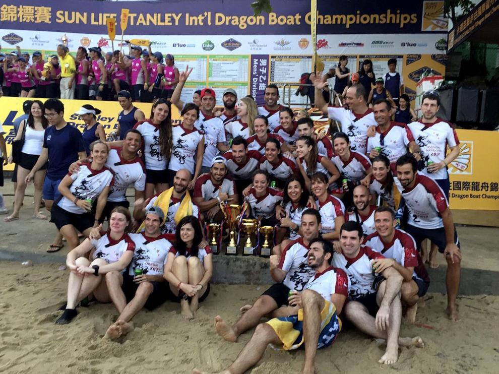 El equipo español en el Festival de los Barcos Dragón.