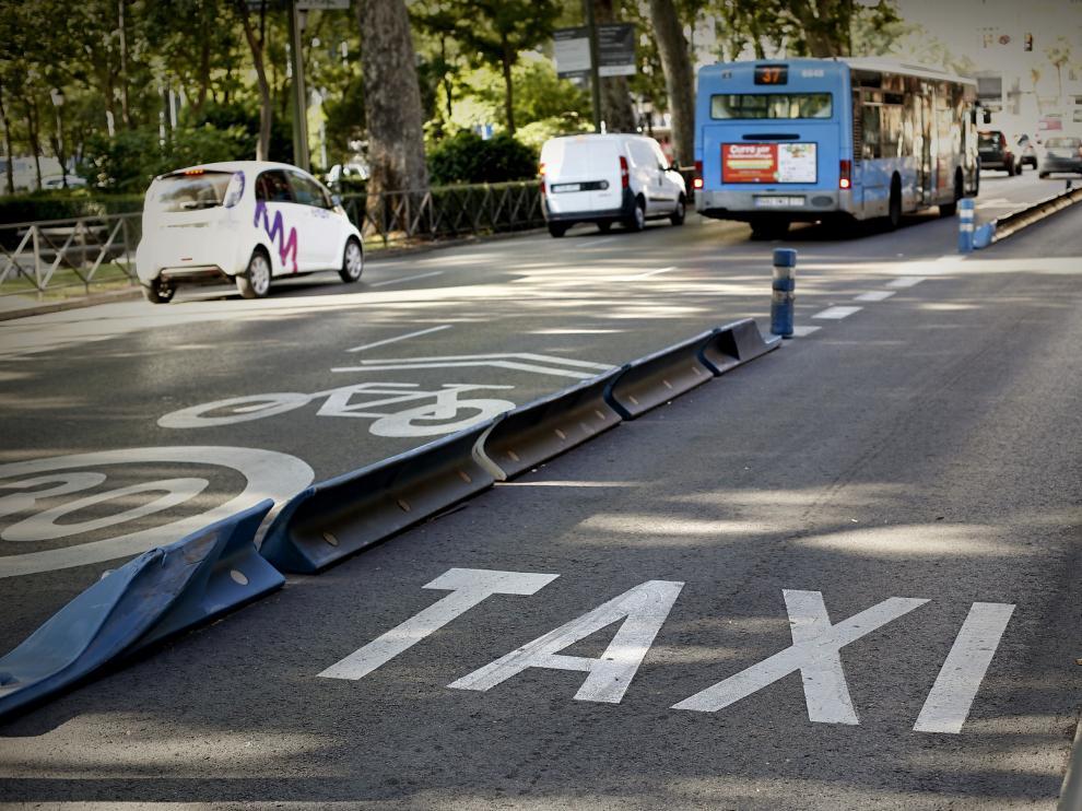 Carril para taxis en la calle Alcalá de Madrid.