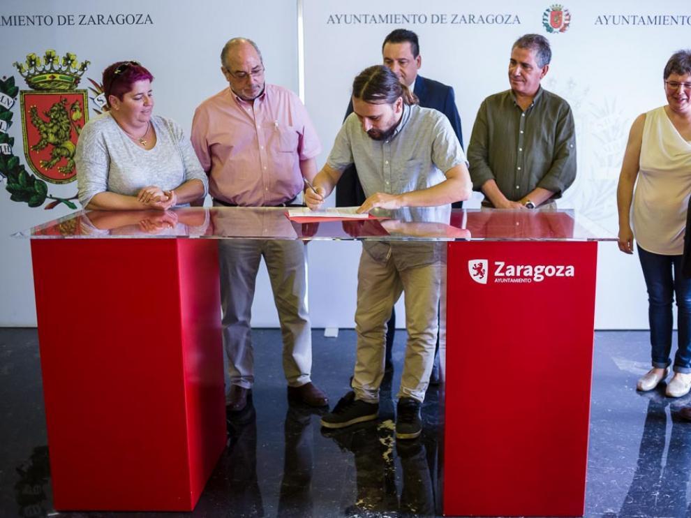 Firma de acuerdo entre los clubes de fútbol y el Ayuntamiento de Zaragoza
