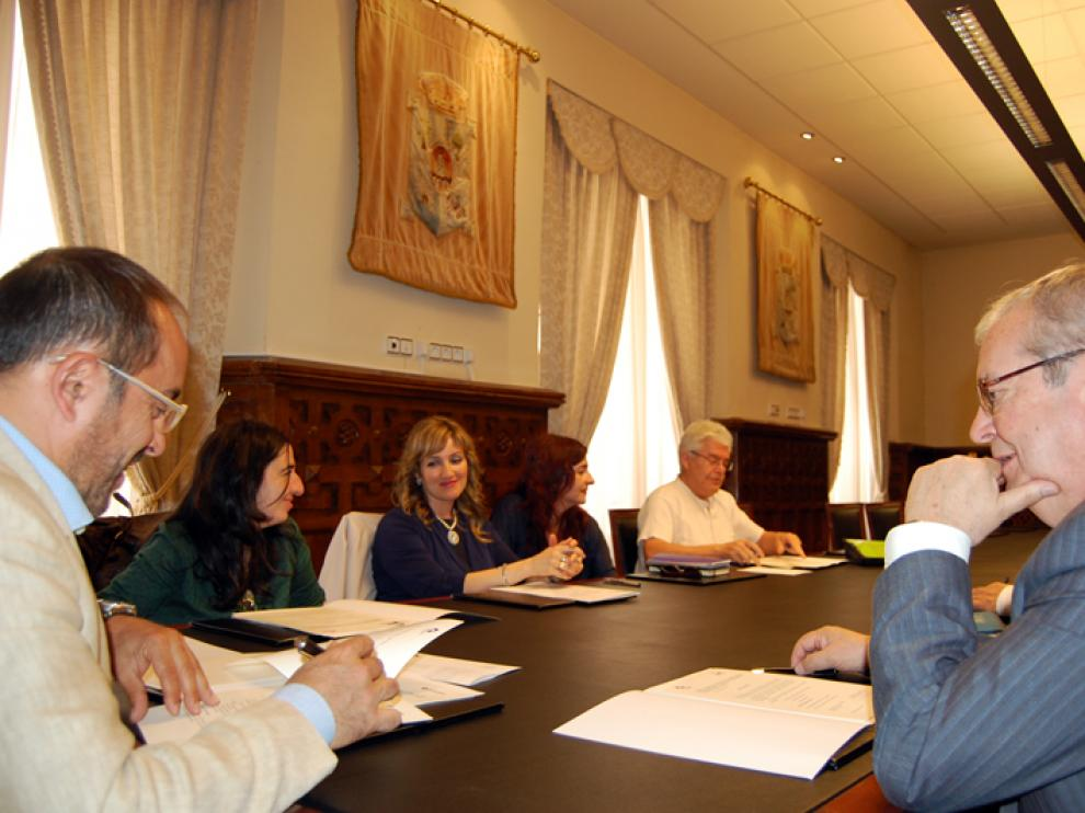 El presidente de la Institución provincial, Luis Rey, ha rubricado estas ayudas con cada una de las asociaciones beneficiadas