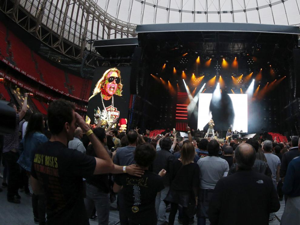 El grupo estadounidense Guns N' Roses ofreció un concierto en Bilbao.