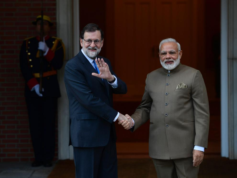 Rajoy y Modi en las puertas de La Moncloa.