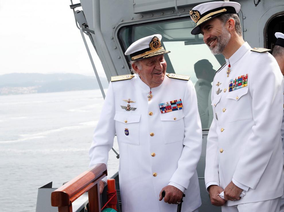 Los reyes presiden en Marín el 300 aniversario de la Escuela Naval.