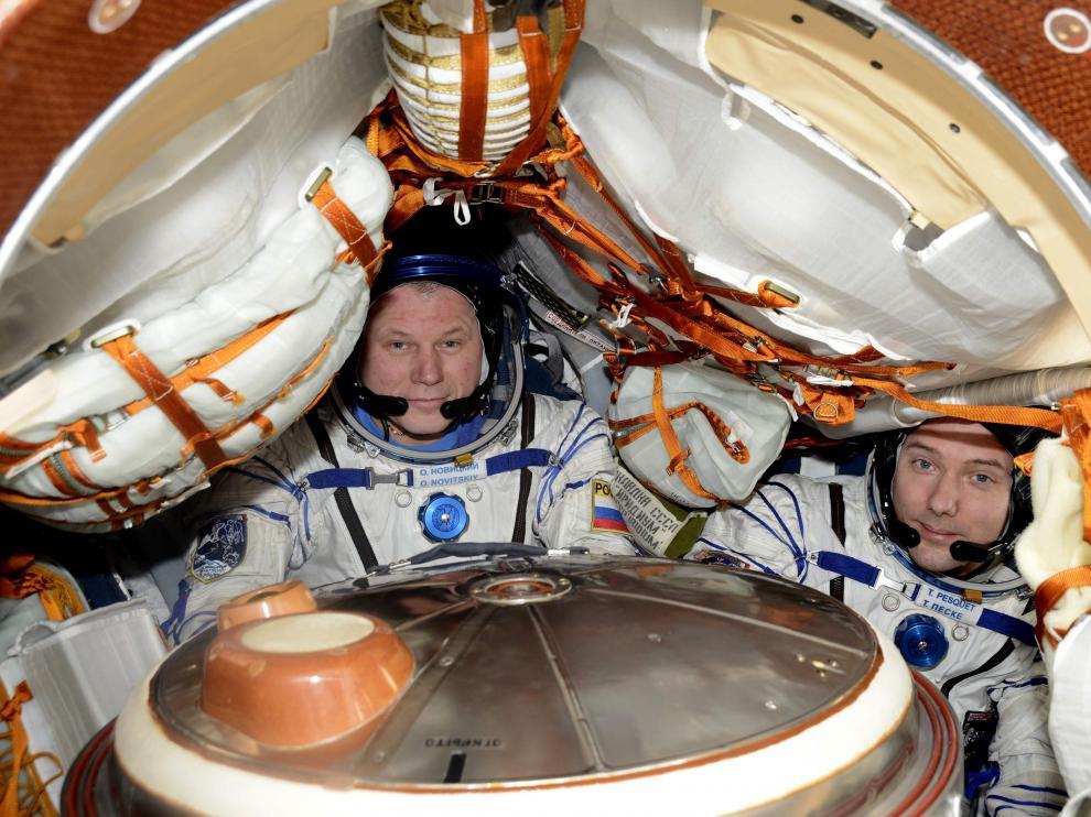 Oleg Novitsky y el astronauta francés de la Agencia Espacial Europea Thomas Pesquet.