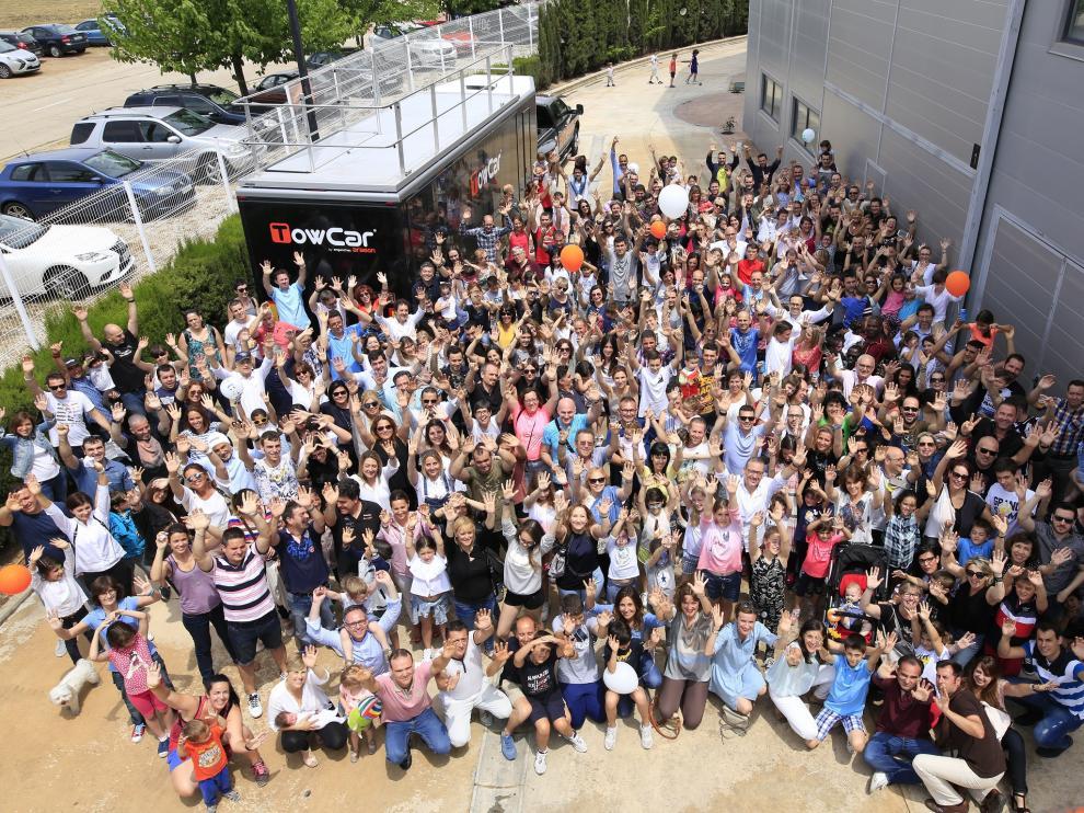 Jornada de puertas abiertas en la empresa Enganches Aragón con buena parte de su plantilla.