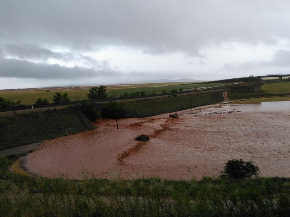 Imagen de un campo de cultivo anegado en Monreal del Campo.