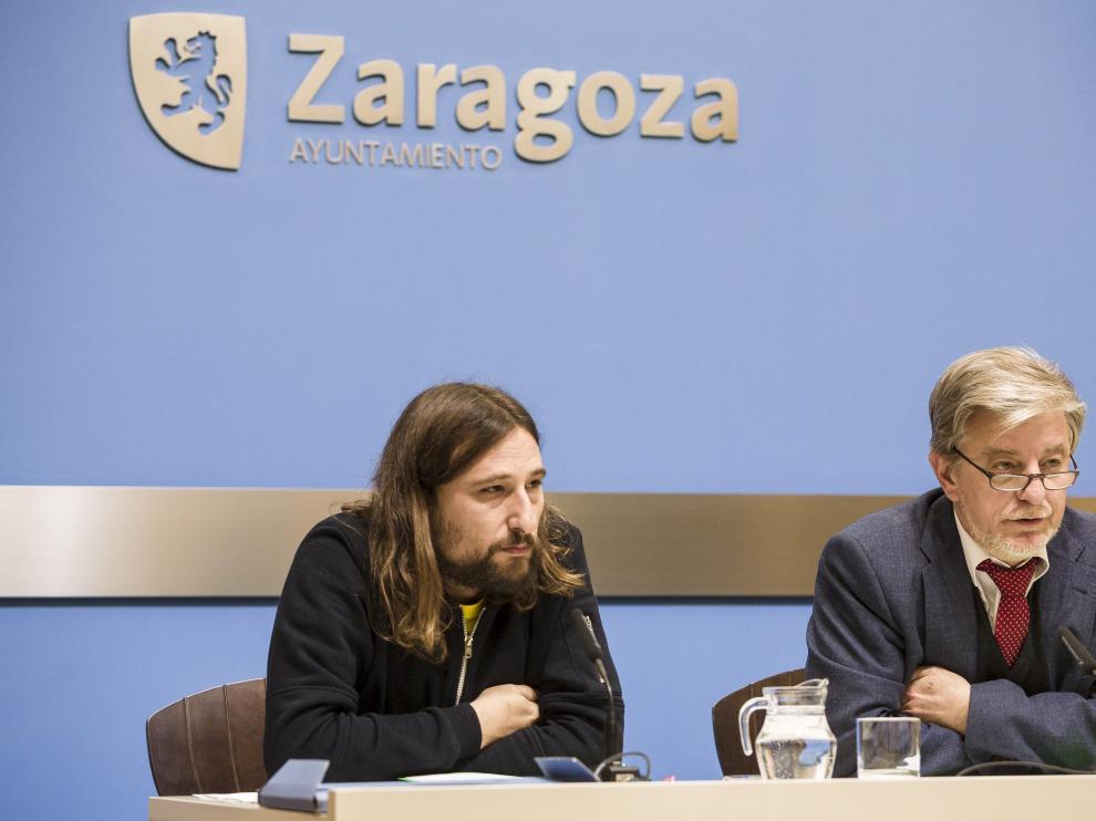 Pablo Híjar, en una comparecencia junto al alcalde, Pedro Santisteve.