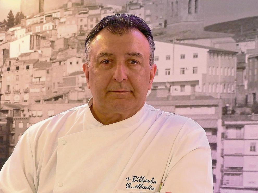 Greogrio Abadía, chef del restaurante +Billauba, con el gazpacho de cerezas y sandía.