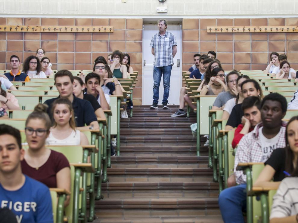Primer examen de la nueva selectividad en Zaragoza.