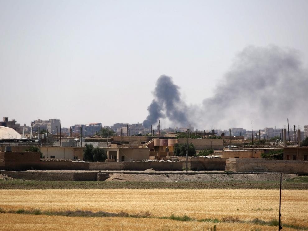 El Observatorio Sirio de Derechos Humanos confirmó que efectivos y milicianos progubernamentales se adentraron en Al Raqa.