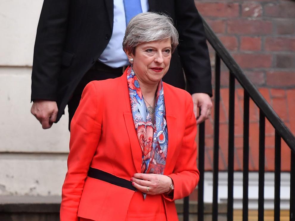 Theresa May dejó la sede del Partido conservador horas después del cierre de los colegios electorales.
