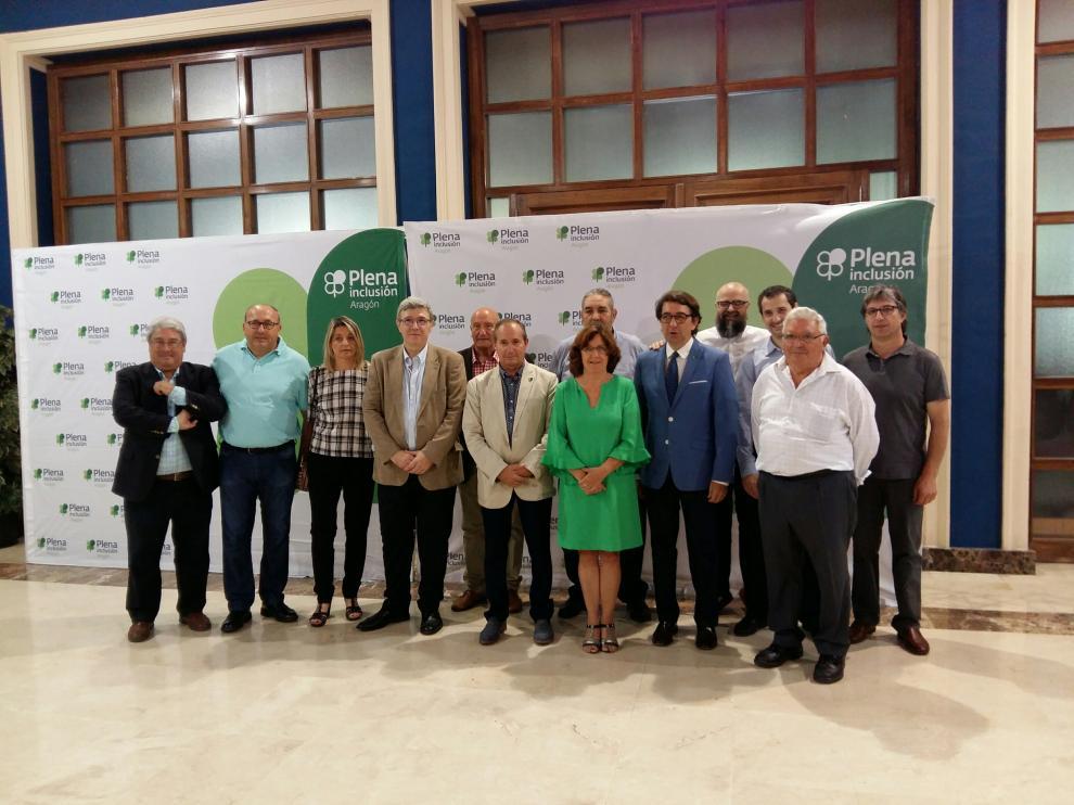 Broto con varios de los miembros de Plena Inclusión Aragón.