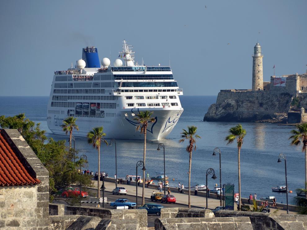 El crucero estadounidense que inauguró los viajes turísticos a Cuba en 2016, tras la política aperturista de Obama.