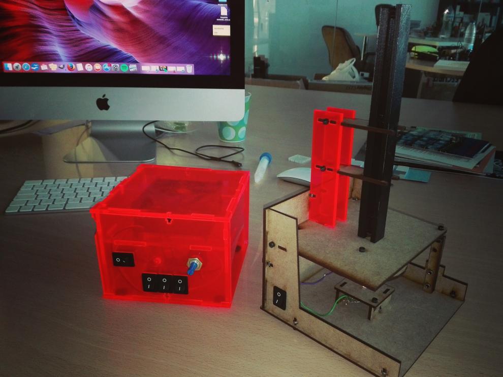 En los talleres se fabricará el equipamiento completo de un laboratorio de microbiología para el cuidado de las micromascotas