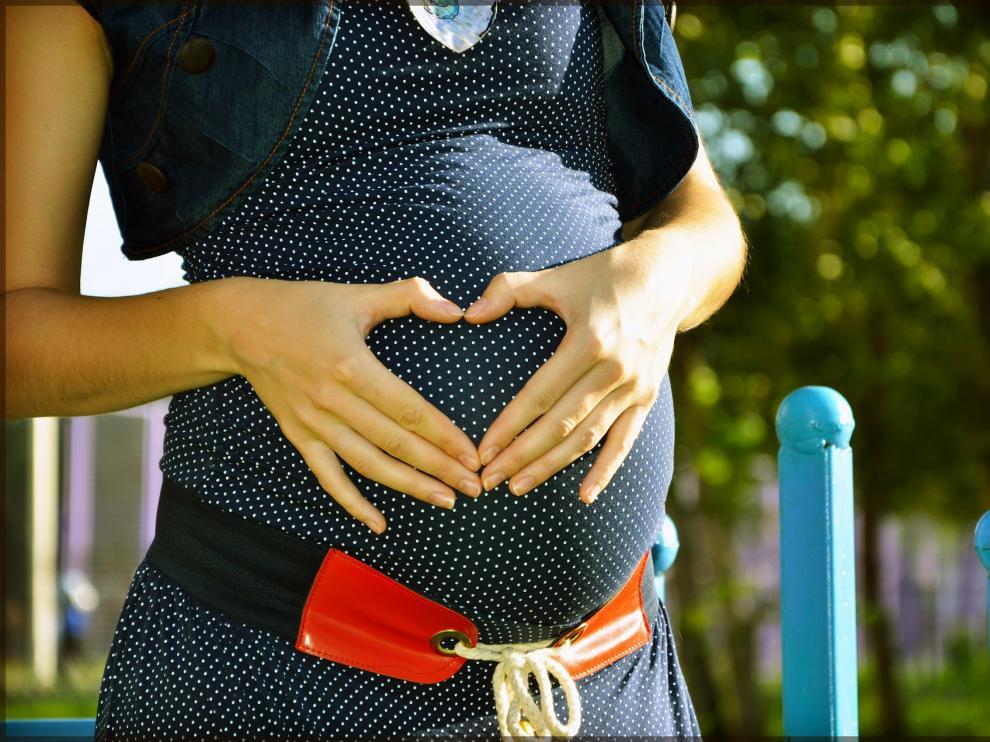 La fecundación asistida es una opción para miles de familias en España.
