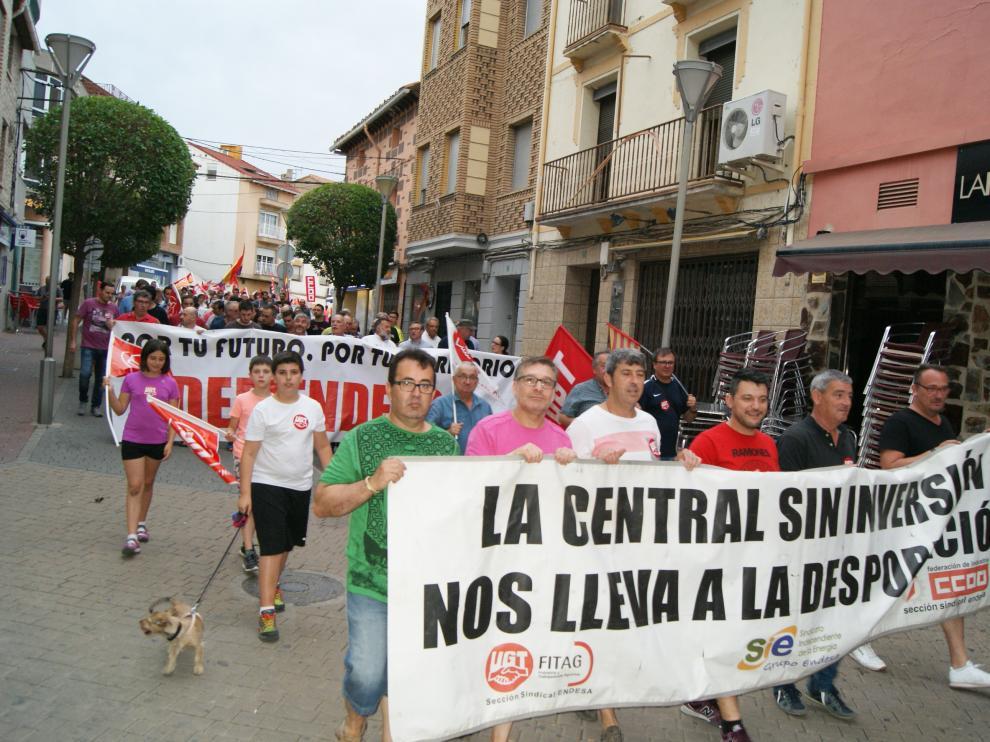 Más de 2.000 personas piden en Andorra la continuidad de la térmica.