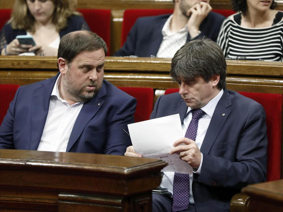 El presidente de la Generalitat, Carles Puigdemont, y su vicepresidente, Oriol Junqueras, en una foto de archivo.